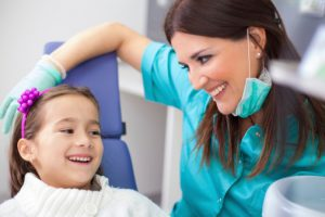 child at dentist -469174173